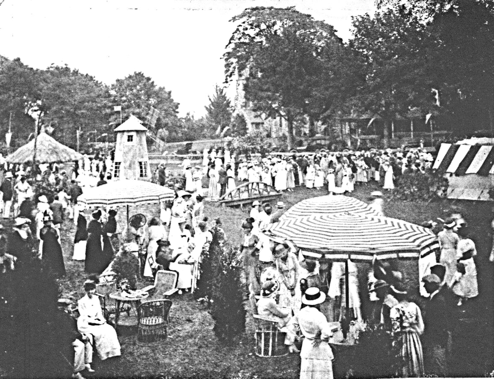 Early Fair on the Village Green