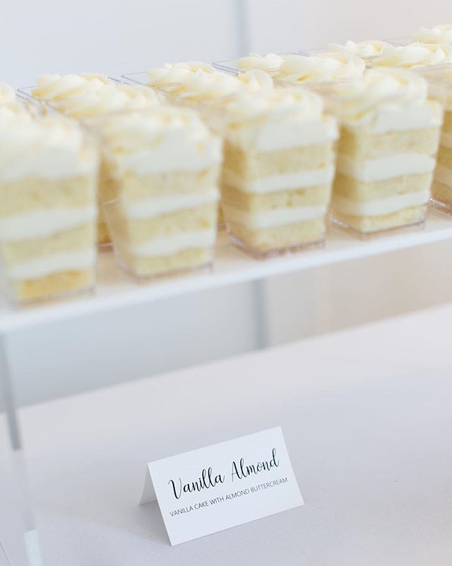 I should probably stop looking at cake and go eat lunch... at 3 o'clock 🙈 📷 @lauraivanova ⛪ @thehuttonhouse ⠀⠀⠀⠀⠀⠀⠀⠀⠀ #enticingicingweddings #minneapoliswedding #minnesotawedding #mplsweddingcakes #mplsweddingbakery #mpls #theknotweddings #mnbride #mnbridecakes #minnesotabride #elegantwedding #luxuryweddingcakes #luxurycakes #customcakes #customweddingcakes #cakeshooters #weddingdessert #cakeinacup #buttercreamfrosting #prettylittlethings #toocutetoeat #dessertlover #cakelover #sweetstable #desserttable #weddingdessert #weddingdesserttable