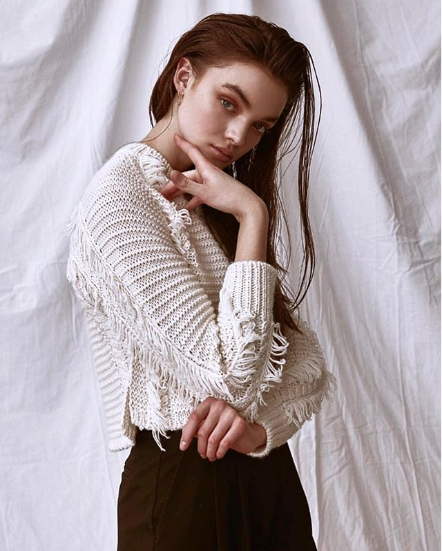 That cozy sweater you want is at LOOP and most likely on sale. DM us to order this offwhite fringe one @loop347 . . . . . . . . #sweater#sweaterseason #fringe#boho#bohosweater#boholook#bohostyle#model#manhasset#longisland#sandspoint#kingspoint#roslyn#portwashington