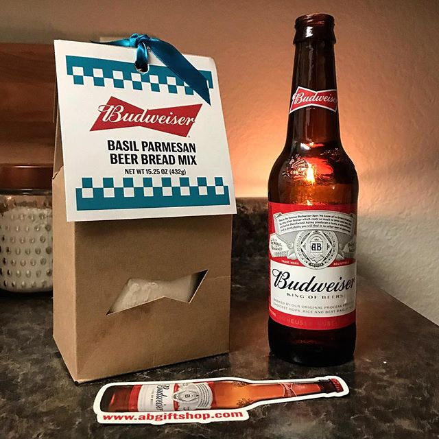 🍺🍞🤤 The best souvenirs are the kind you can eat! • • • #stlouis #beerbread #budweiser