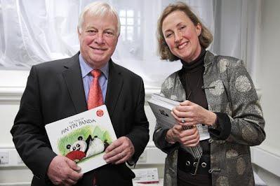 Lord-Patten-of-Barnes-office-meets-Hong-Kong-author-web.jpg