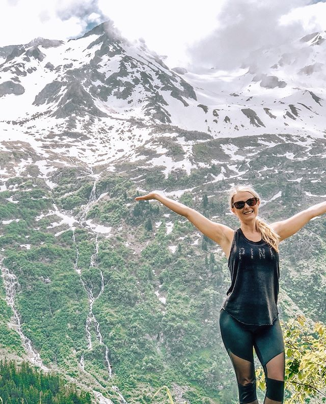 My face when i'm going back to SWITZERLAND in May! (Tears behind glasses😭)🇨🇭   Guys, i'm here to admit that I really do acknowledge I move at a very quick pace especially in travel🤣 My favorite country to date, I spent less than 48 hours in last spring. I kept my eyes open in just awe & utter amazement the entire road trip.  This time & for 2019.. for those who are so fast on just about everything, lets slow down to take THIS all in. I missed Lugano/Lake Como last trip.. but, now I get to create some bridal magic in with these beautiful spots😍  📍Swiss Alps & about a 2+ hr accidental detor landed us here and it was the best detor iv'e seen.