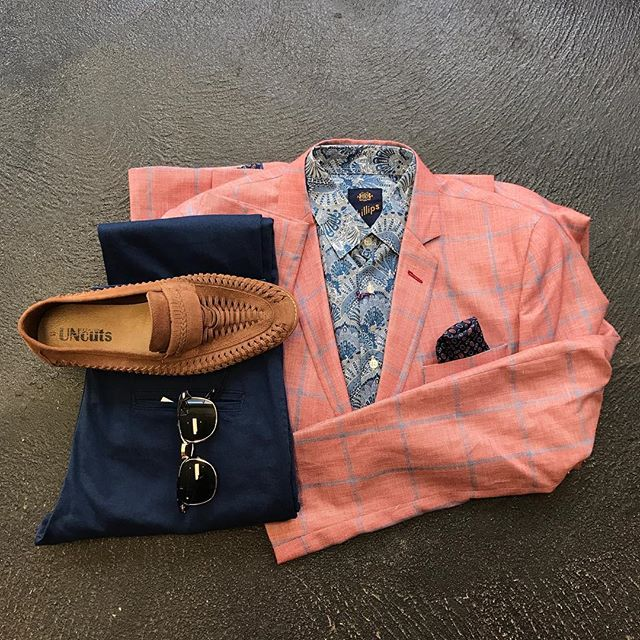 Melbourne Cup ready 🐎🍾 Let us worry about what you're gonna wear so all you gotta worry about is which horse your gonna put some money on! Featuring our Philips Liberty shirt paired up with our Thomas and Richards checkered blazer, Ze Enzo blue chinos and Uncut loafers. #missgladyssymchoon #rundlestreet #mrchoon #missgladysonsea #mensfashion #menswear #melbournecup