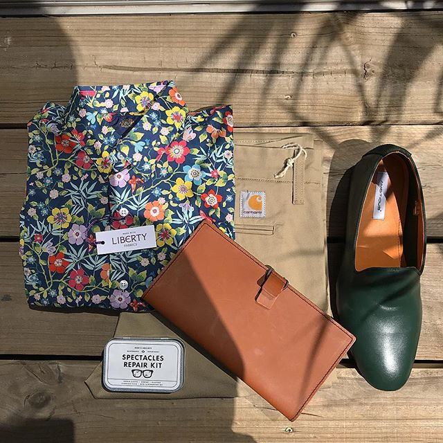 We are currently loving forrest green 🌳 and these Ambitious loafers are everything! Featuring our Liberty Phillips shirt, Carhartt sid pants, Men's Society spectacles repair kit and Labrador passport holder. #missgladyssymchoon #mrchoon #phillipsshirts #carhartt #mensfashion #menssociety #ambitiousshoes #rundlestreet