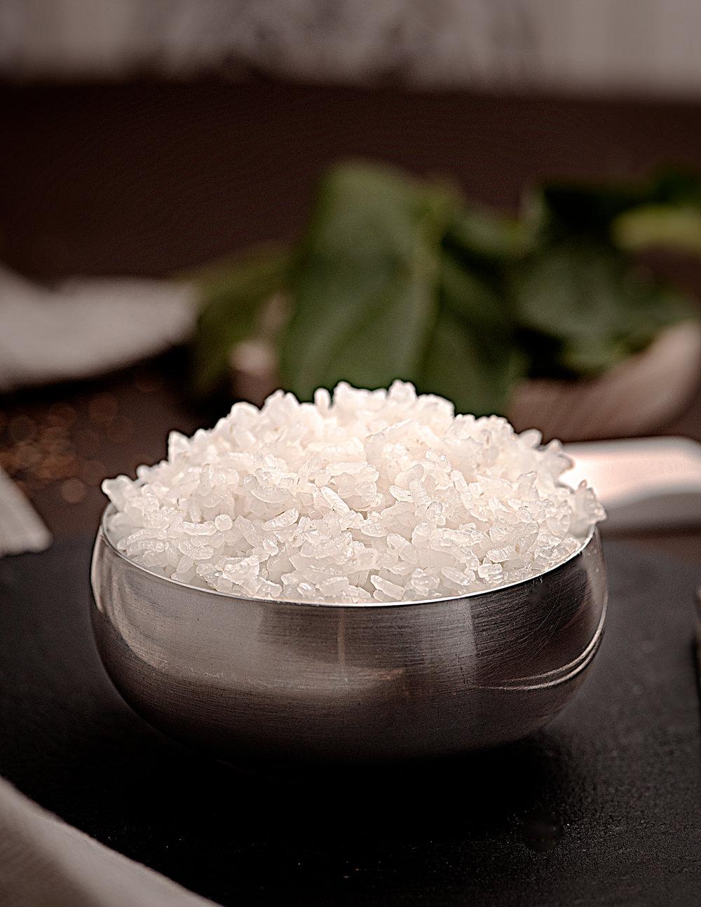 Arroz Blanco - Arroz blanco servido en el cuenco típico coreano de acero inoxidable.Arroz redondo extra en su punto perfecto para acompañar a los platos principales.2.00€