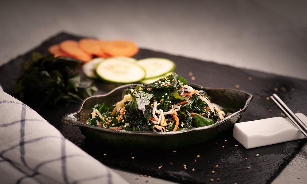 Miyokmuchim  - Ensalada fresca a la vinagreta de algas.