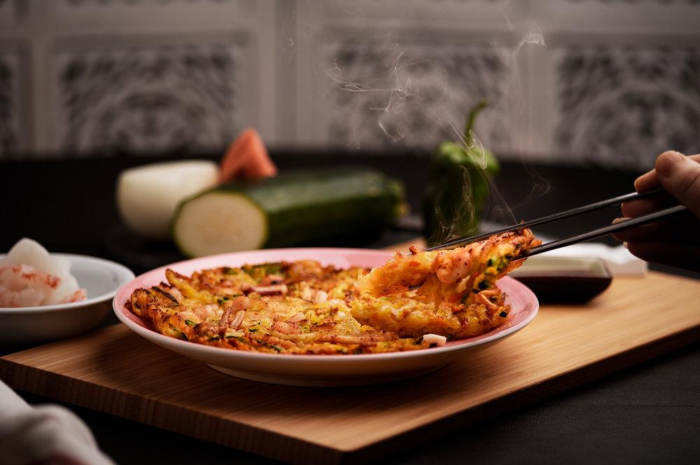 Jemulyon - Tortilla de mariscos y verduras.Una de los variados tipos de tortillas tradicionales coreanas.