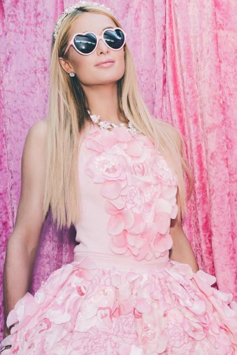 Paris Hilton - con un look único, perfecto para la fiesta benéfica de niños foam&diamonds, de la organización APNEEF.