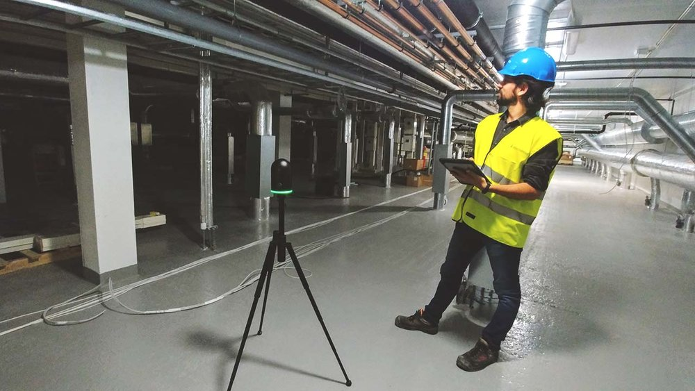 Felipe and the Leica BLK 360 scanner, on-site at Campus Ås