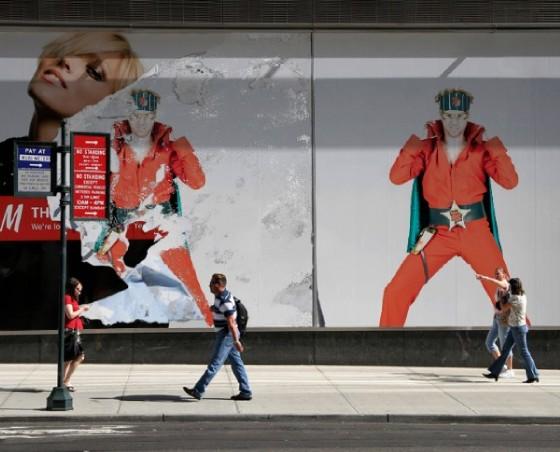 Thoris Supergutt på busstopp
