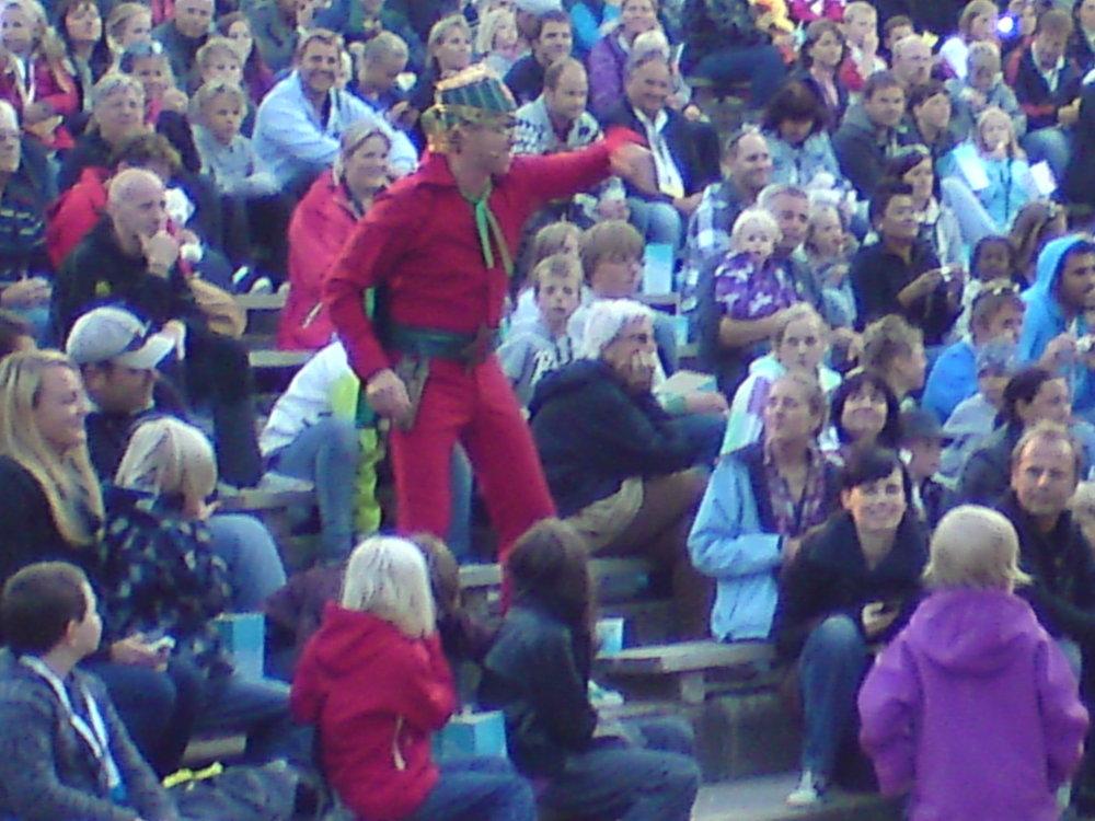 Mange folk på Thoris show