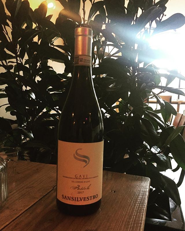 Oh my..... we have a new sexy white in the fridge. Gavi san silvestro. It's dangerously beautiful, crisp, zesty, floral, bit of spice and a nutty linger. Amazing with the pappardelle, bit of blue cheese and the porcine, see you for dinner #wine #gavi #piedmont #italy #thursdaydinner #newopenings #newwine
