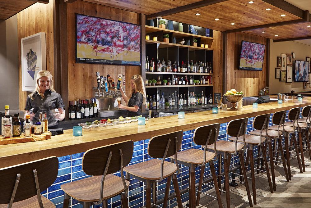 BKB_Bar-Bartenders.jpg