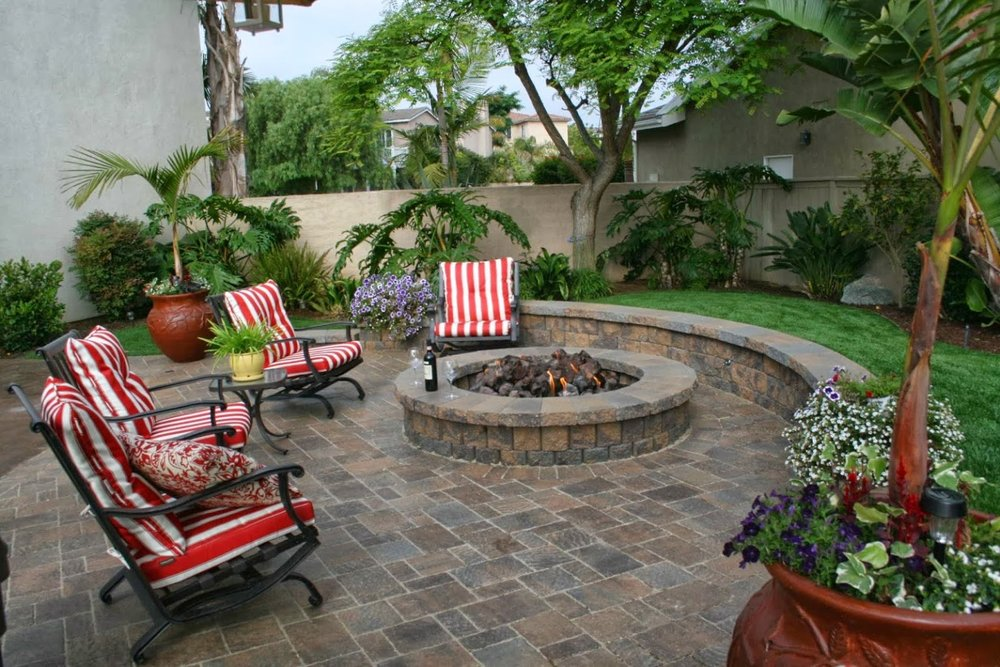 Projects - Pavers, Synthetic Turf, Putting Greens, Flagstone, Free-Standing & Retaining walls, steps, custom BBQ Islands, Fire Pits, Stone Veneer, Lighting, Drainage… and much more!