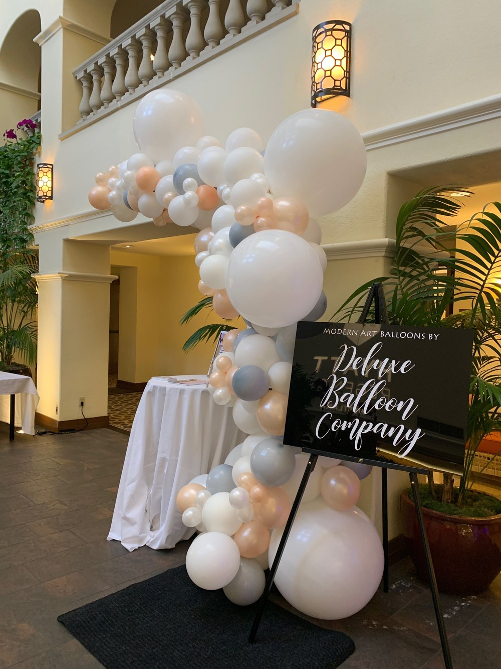 Image by The De Luxe Balloon Company