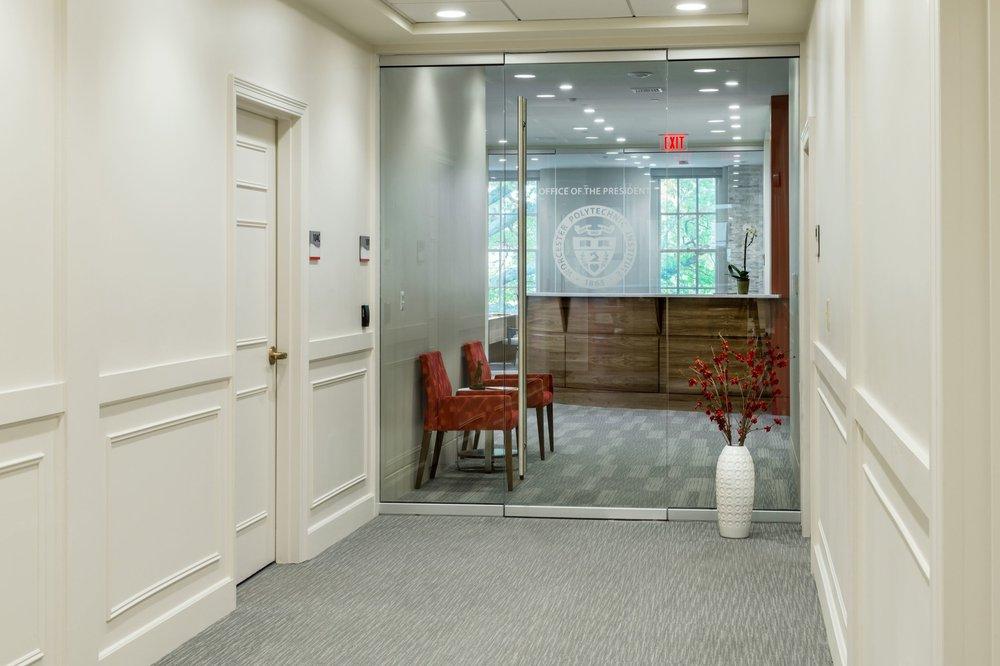 1-AU_WPI_Presidents Office__7425_EXLG-min.jpg