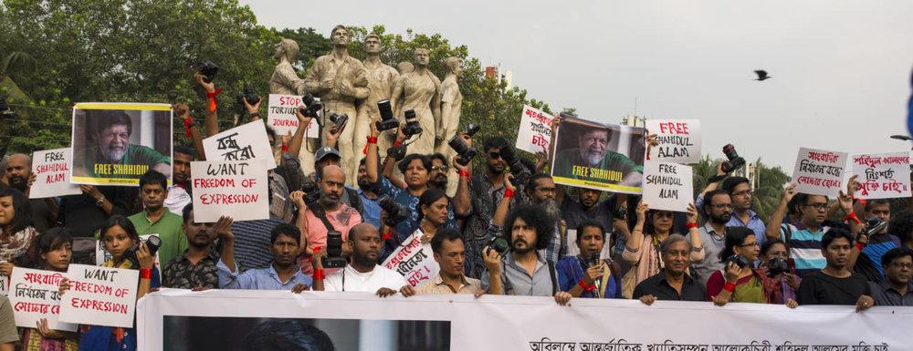 Bangladeshi photographers take part in a demonstration.  [Photo: Zakir Hossain Chowdhury/NurPhoto via Getty Images]