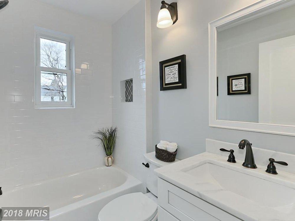 Manning 3035 - bathroom.jpg
