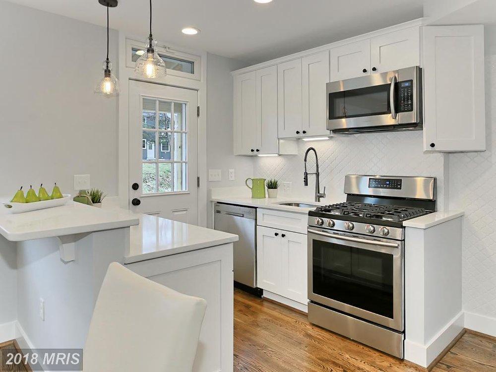 Manning 3035 - kitchen 2.jpg