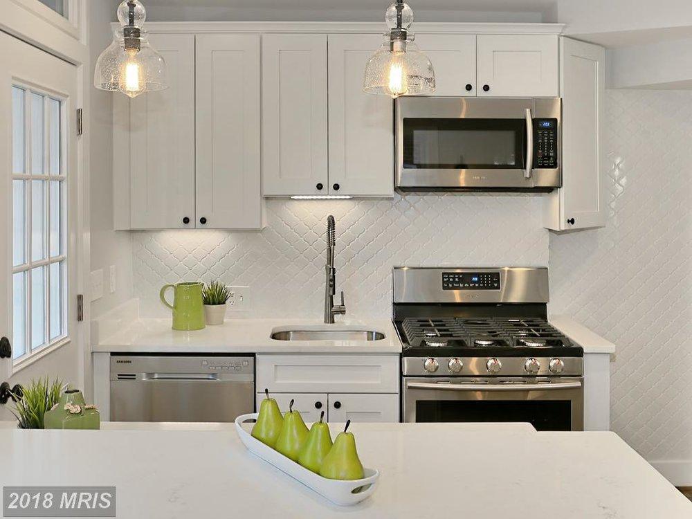 Manning 3035 - kitchen 6.jpg