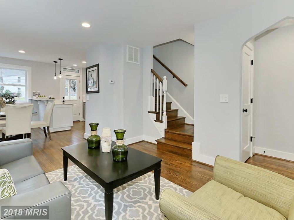 Manning 3035 - living room 2.jpg