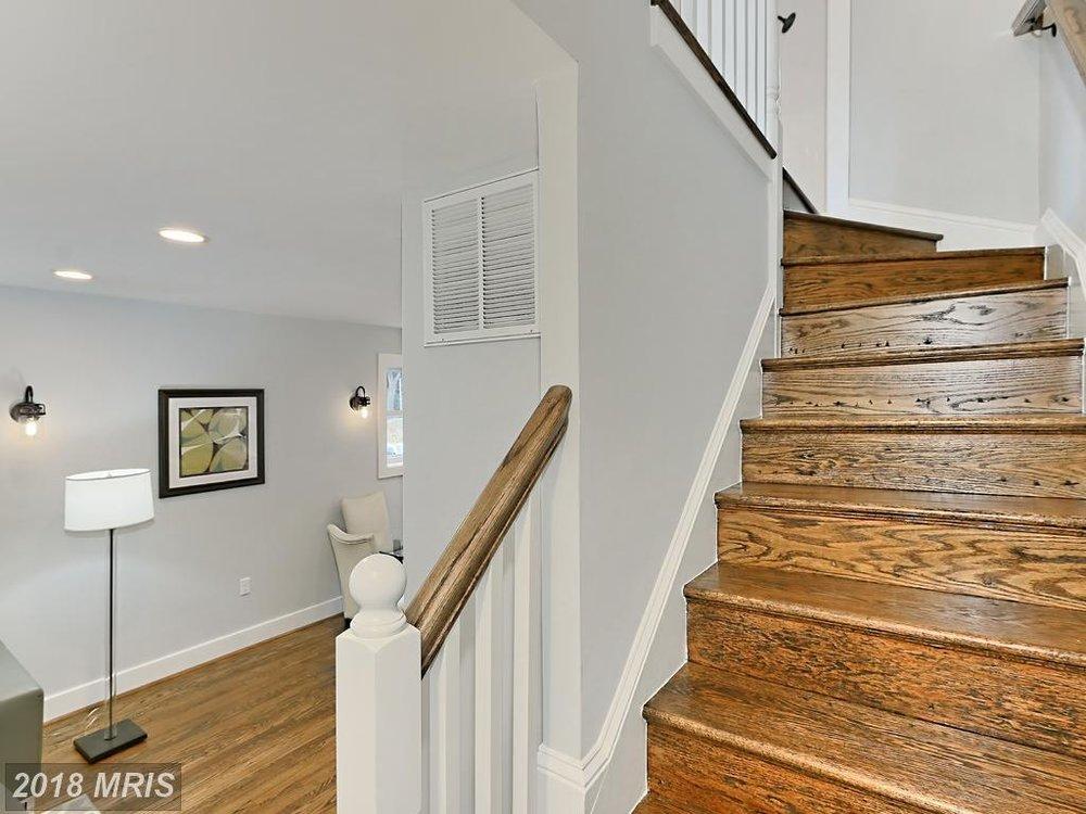 Manning 3035 - stairs.jpg