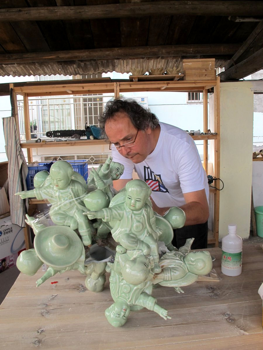 Barrao working in atelier in Jingdezhen