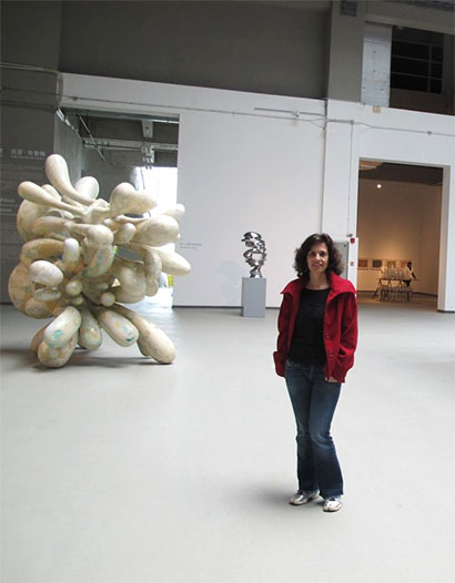 Leda Catunda visiting exhibition of Tony Cragg, at the new Himalaya Museum in Pudong
