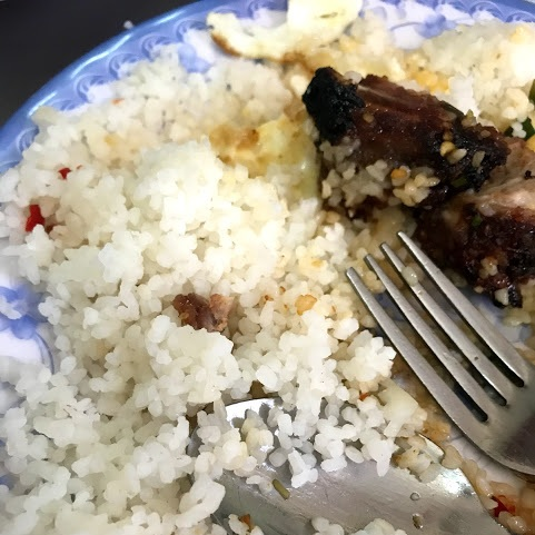 A close-up photo of broken rice, which has a couscous like appearance.