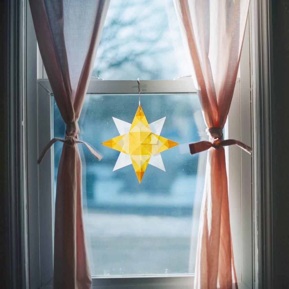 window paper star.jpg
