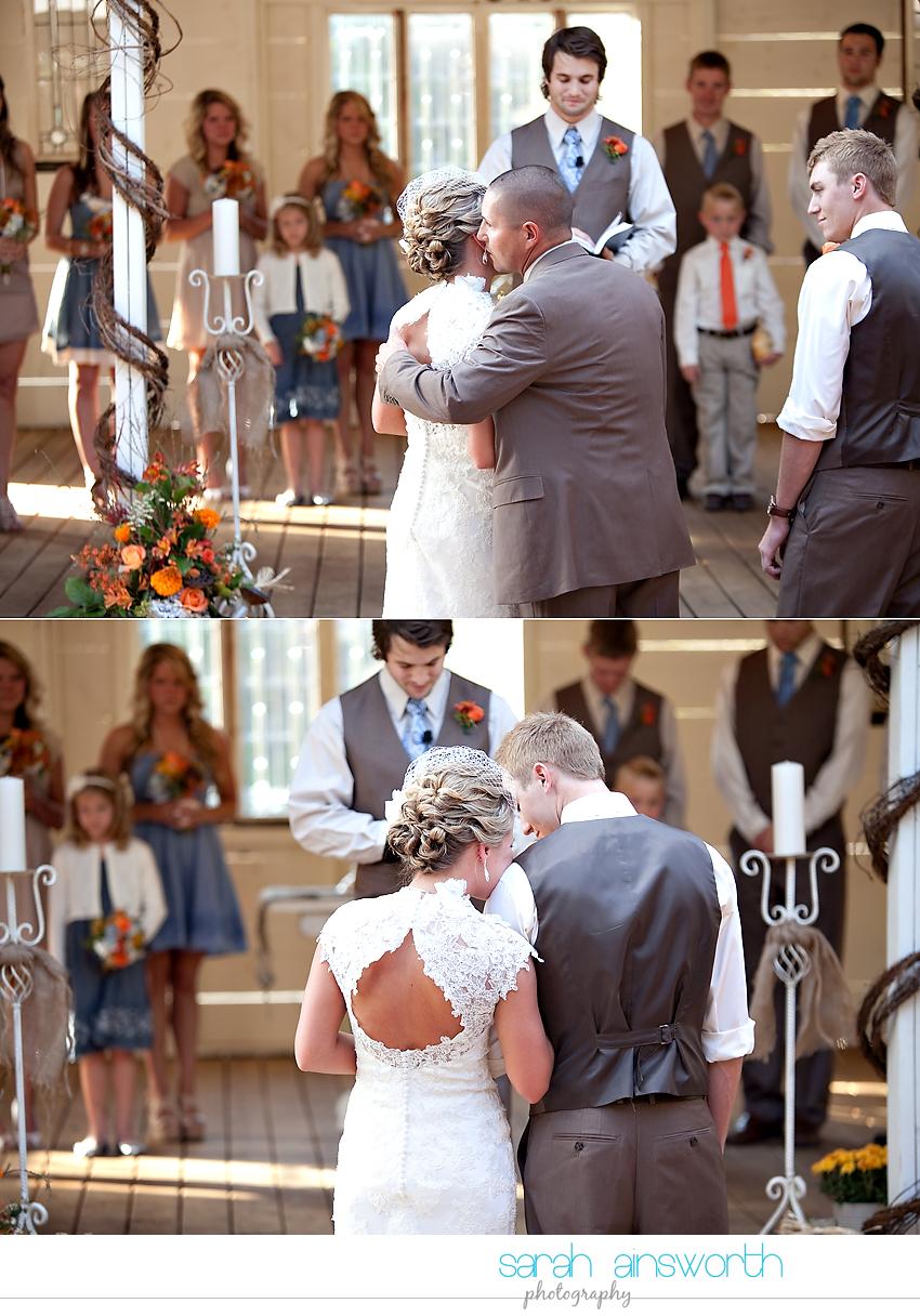 houston-wedding-photographer-gatesville-wedding-ruby-caroline-vintage-wedding-fall-wedding-cortney-bobby33
