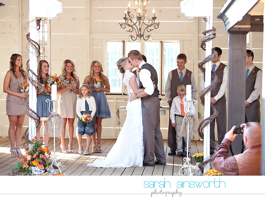 houston-wedding-photographer-gatesville-wedding-ruby-caroline-vintage-wedding-fall-wedding-cortney-bobby35