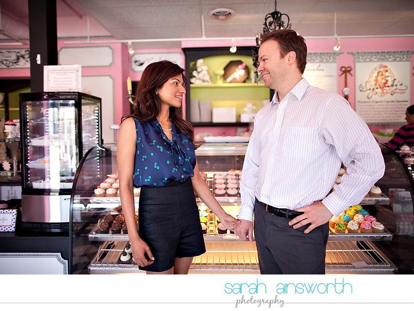 houston-engagement-photographer-sugarbabys-cupcakes-houston-engagement-pictures08