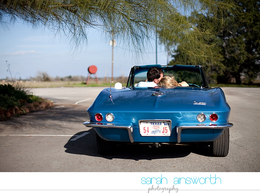 montgomery-engagement-photographer-vintage-car-jennifer-leslie11