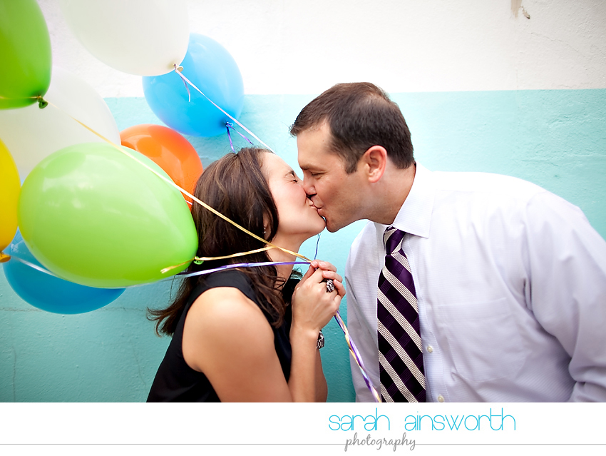 heights-couples-shoot-anniversary-shoot-colorful-balloons-menil-collection-veronica-patrick04
