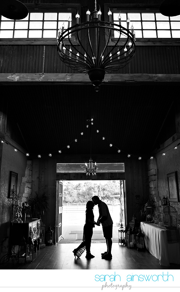 moffitt-oaks-wedding-tomball-wedding-photographer-tomball-rustic-engagement-pictures-natalie-justin010