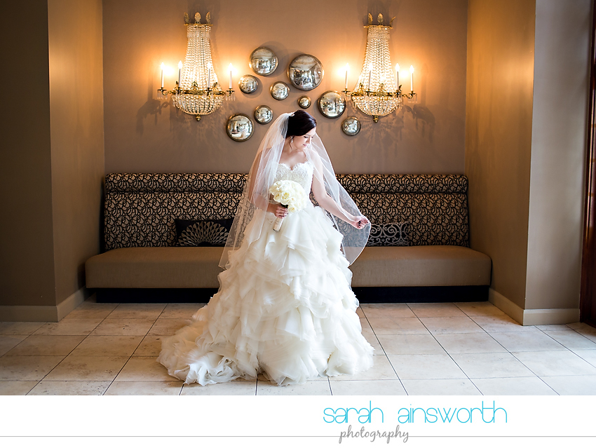 houston-wedding-photographer-crystal-ballroom-wedding-bridal-pictures-rice-hotel-annie006