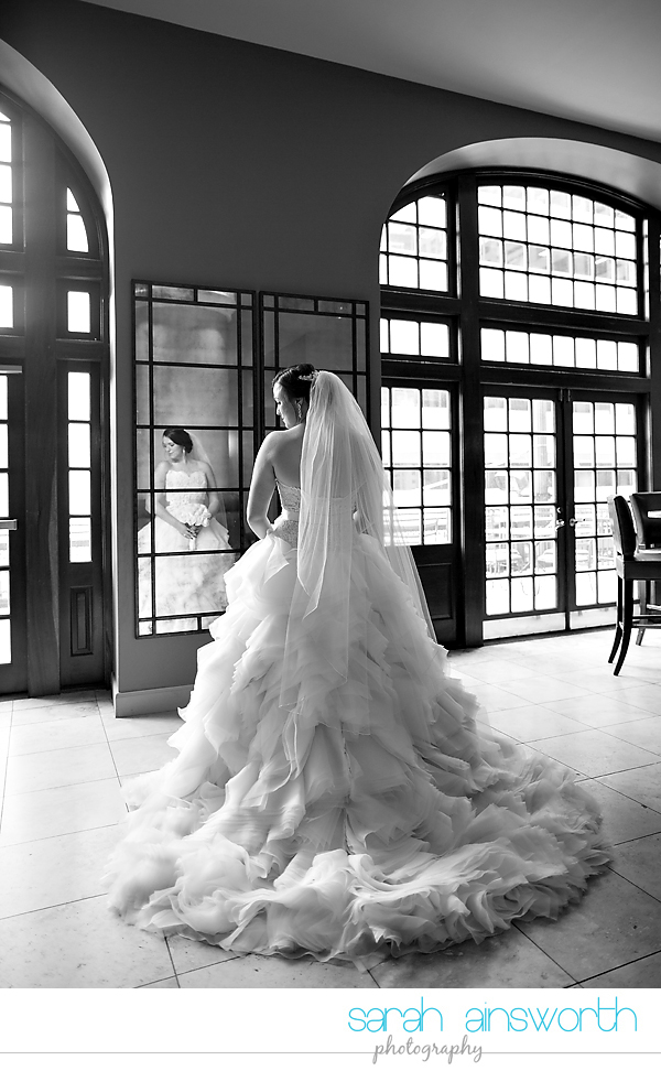 houston-wedding-photographer-crystal-ballroom-wedding-bridal-pictures-rice-hotel-annie011