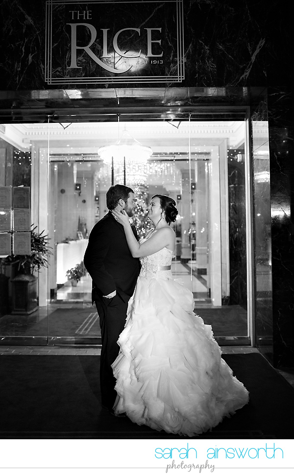 houston-wedding-photographer-crystal-ballroom-wedding-rice-hotel-annie-brad68