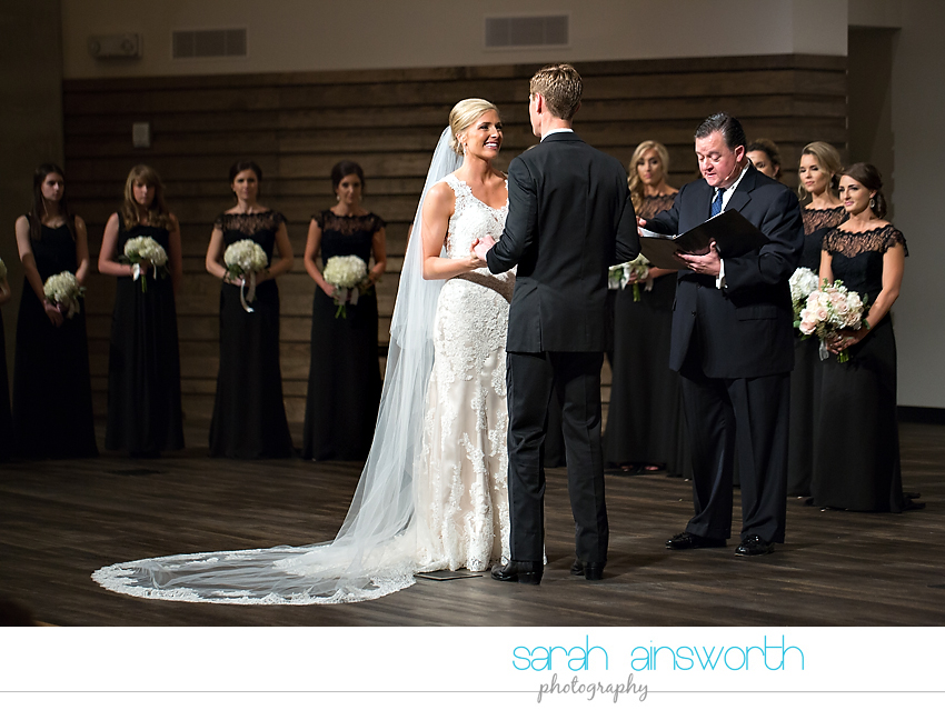 houston-wedding-photographer-junior-league-of-houston-wedding-grace-bible-church-wedding030