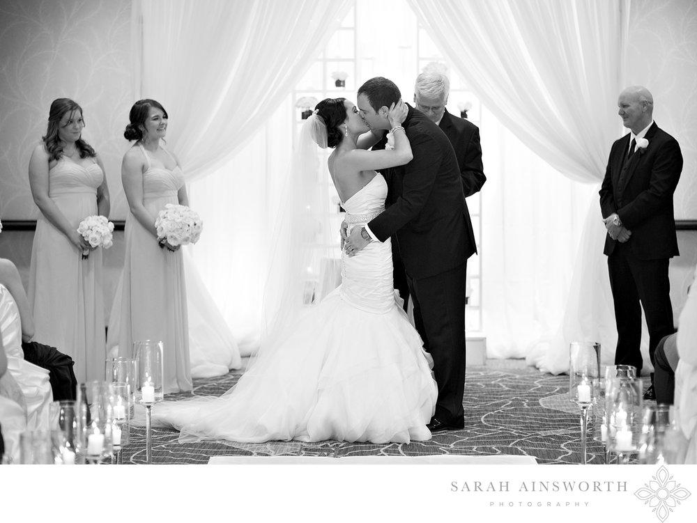 31_hilton-americas-hotel-wedding-houston-hotel-weddings-hilton-wedding_01.jpg