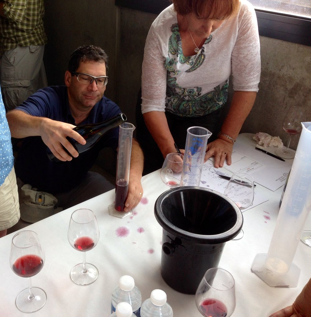 Pinot Noir blending workshop at Domaine de l'Aigle in Roquetaillade