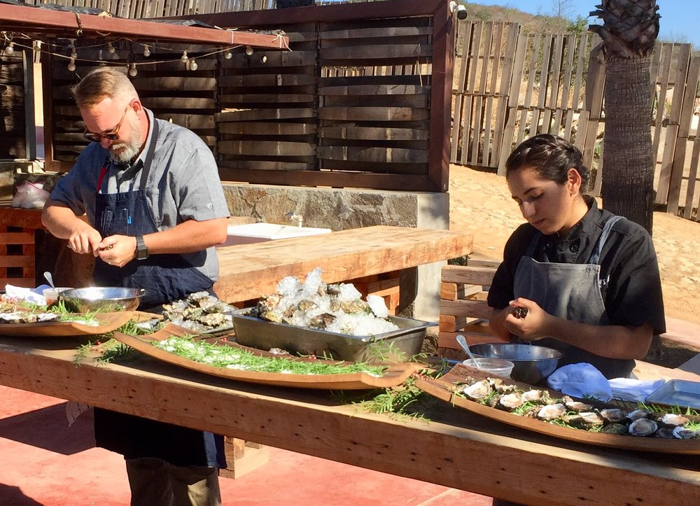Drew and Genesis shucking oysters at Conchas de Piedra