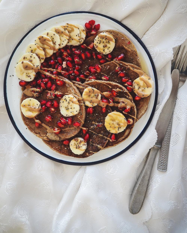 Fluffy Oatmeal Rye Plant-Based Pancakes  ©Elena Hollenhorst