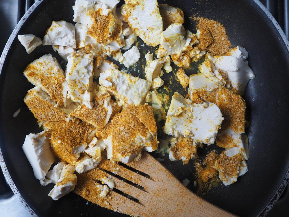 tofu-scramble-vegan-easy-recipe-2