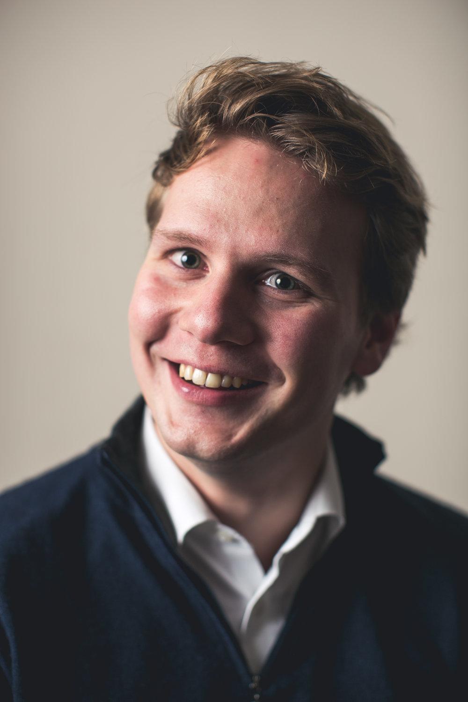 - Dr. Laurens Van Melkebeke is 3e jaars orthopedisch chirurg in opleiding aan de KU Leuven. Hij is assistent in onze dienst van augustus 2018 tot juli 2019.
