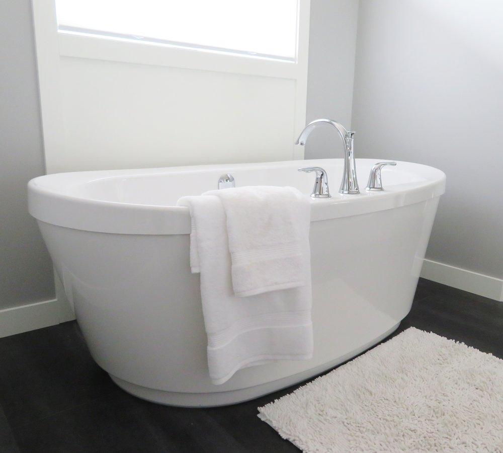 bath-bathroom-bathtub-534179.jpg