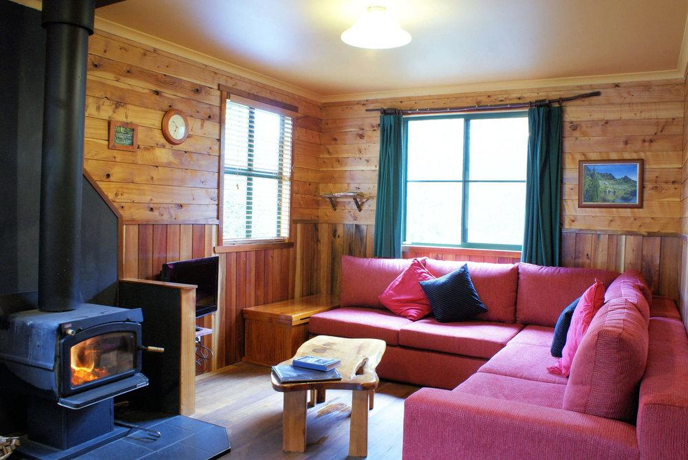 Stringybark cottage lounge.jpg