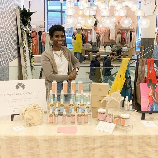 #tbt to last weekend's pop-in at @anthro_nyc Chelsea Market! Looking forward to doing more pop-ins like this in the future. More plant-based skincare for the win!  Shot by: @treated_very_kindly ⠀⠀⠀⠀⠀⠀⠀⠀⠀ #anthropologie #anthro #newyorkcity #chelseamarket #popin #market #earthday #store #shop #event #plantbased #organic #allnatural #selfcare #chelsea #organicbeauty #greenbeauty #cleanbeauty #popup #skincare #plantbased #allnatural #selfcare #glowup #chelsea #nyc #saturday #sale #discount #promotion #skincareroutine #antiaging #organicskincare