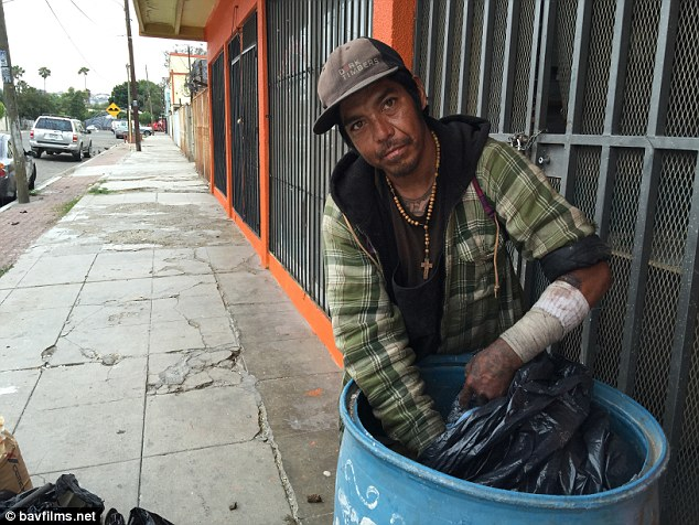 291A7CED00000578-3098952-Homeless_People_who_end_up_in_Zona_Norte_like_Alejandro_take_dru-a-5_1432764243794.jpg
